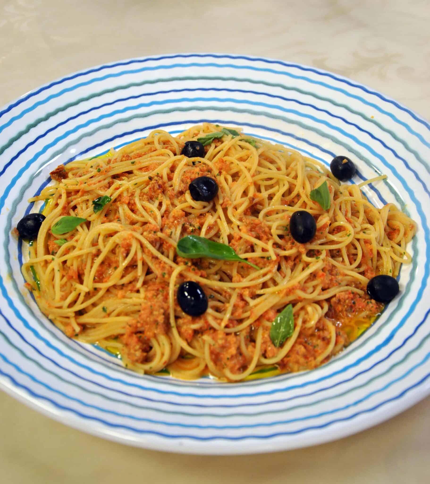 spaghetti-al-pesto-siciliano