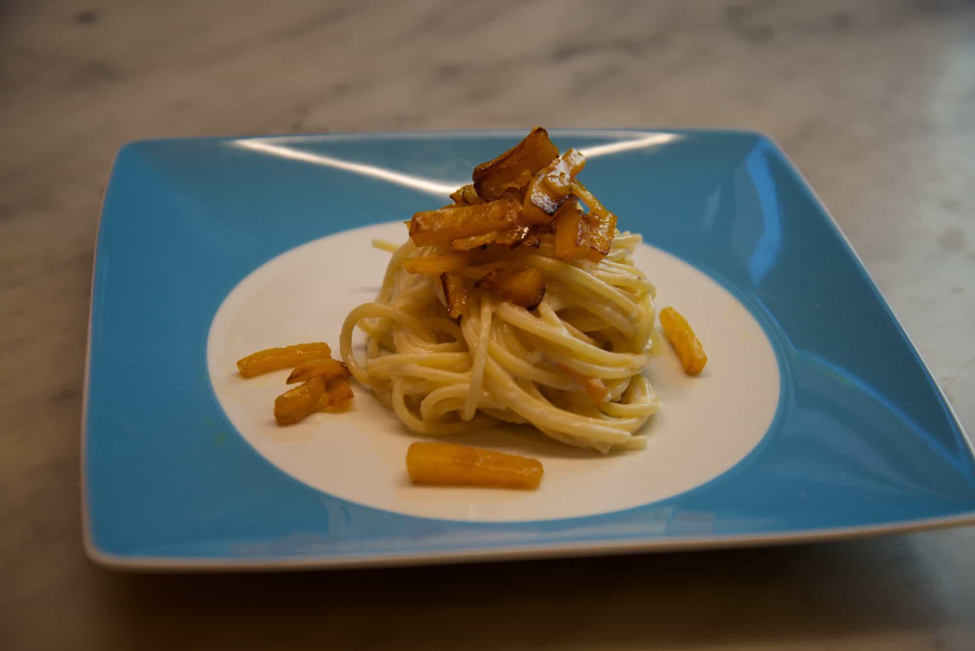 spaghetti-con-zucca-e-crema-di-pecorino