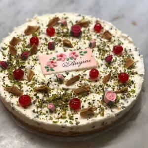 Torta-cannolo-auguri